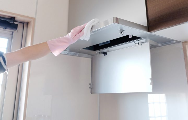 キッチンの換気扇(レンジフード)に洗剤をなじませておく