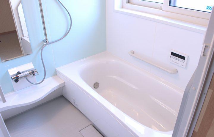 お風呂掃除の裏技テクニック!汚れやカビを簡単キレイに取るコツ