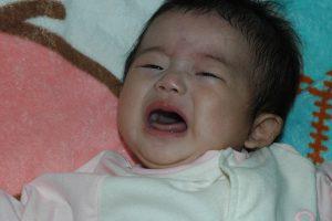 赤ちゃんの夜泣きはいつから?原因と対策