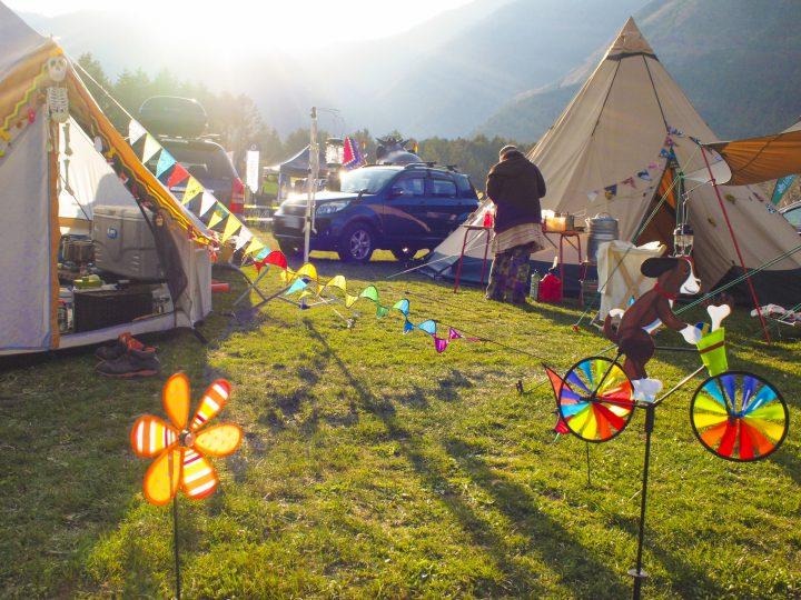 フェス飯やファッション、キャンプも。音楽以外の楽しみ方