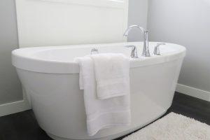 黒カビの除去と予防方法を解説。お風呂の黒カビは除去だけでなく予防も!