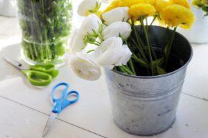 【花を長持ちさせる】水揚げの種類と方法について解説