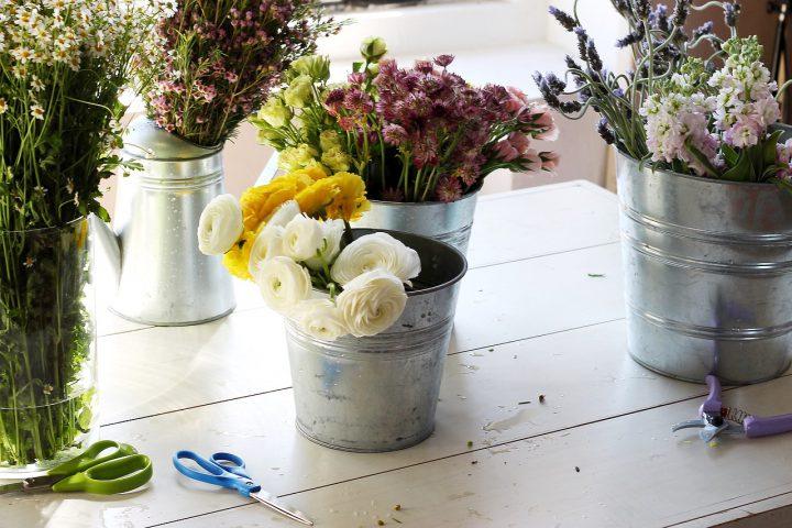 適切な水揚げと手入れで花を長持ちさせよう