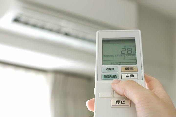 エアコンからゴキブリが…。未然に防ぐための対策・駆除方法を紹介