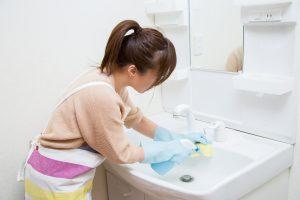 洗面所・洗面台の掃除方法。汚れの溜まった洗面台をキレイに!