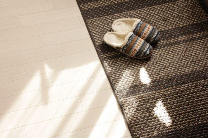 カーペット掃除・お手入れ方法を解説。汚れ、臭い、ダニ対策をしっかり!