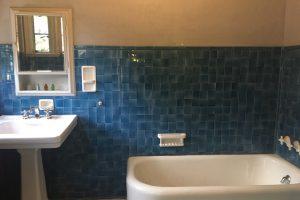 お風呂・浴槽の水垢を落とす方法。頑固な汚れの原因と落とし方