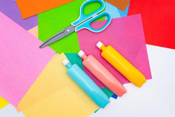 家でできる簡単工作。難易度別に子どもだけでできる&大人と一緒に楽しめる工作を紹介!