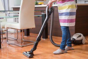意外と知らない「掃除機のかけ方」を紹介!かける順番や時間など丁寧に紹介