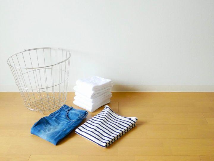服のたたみ方を種類別に解説!簡単にたたむポイントや収納術も紹介