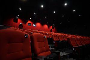 ホームシアターを使い自宅で映画鑑賞しよう!メリット・費用を紹介