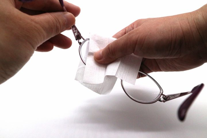 メガネに曇り止めの対策をする方法