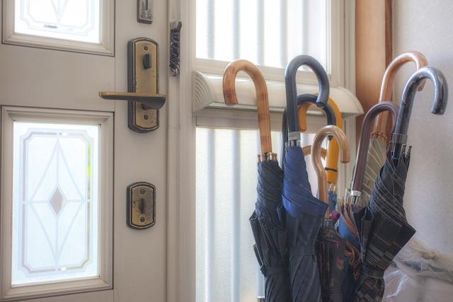 傘のお手入れ方法を解説。カビ取り、防水、カビの予防法などを紹介!