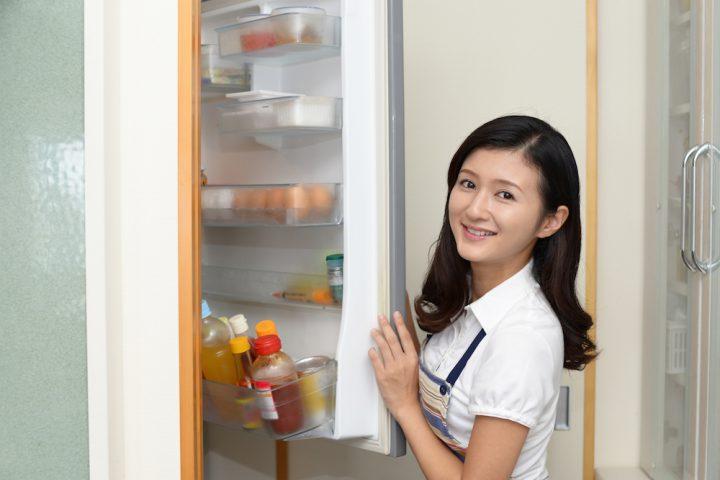 買い物に行く前に食品の在庫をチェックする