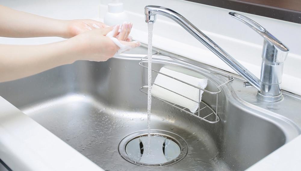 手をきれいに洗う