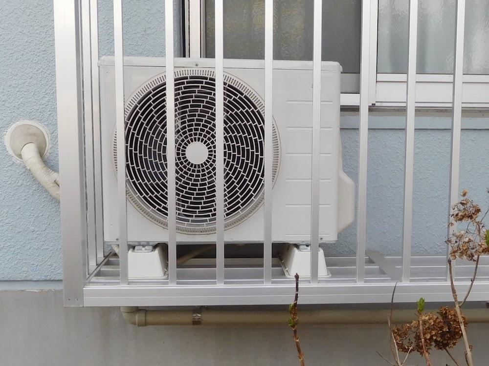【簡単】自分でできるエアコンの掃除~室外機とドレンホース